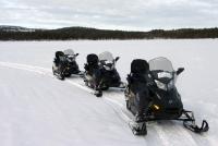 Unterwegs mit dem Schneemobil in Finnland