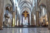 Das Innenschiff der Kirche Santa Maria Novella in Florenz