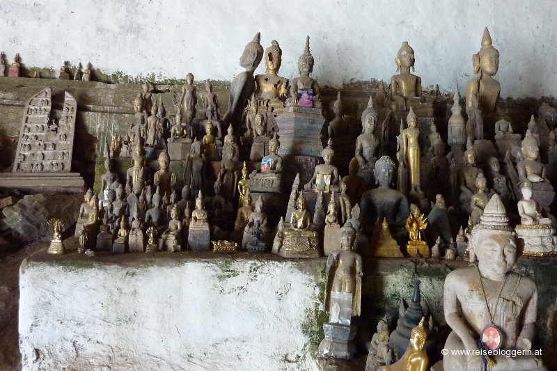 Buddhastatuen in der Pak Ou Höhle