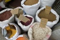 Linsen und Reis am Markt