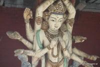 Eine Göttin im Tempel