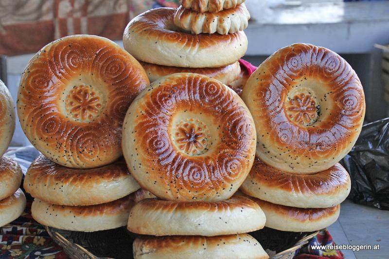 Fladenbrot am Markt in Usbekistan