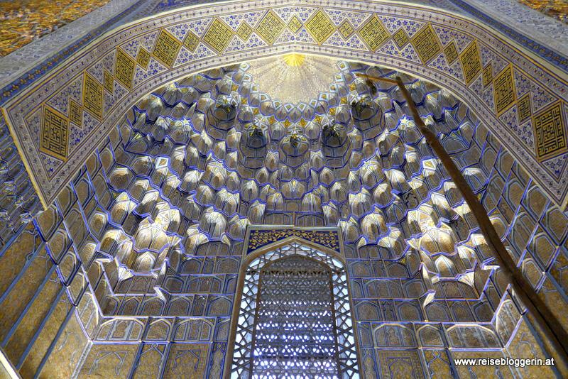 Im Inneren des Gur Emir Mausoleum in Samarkand