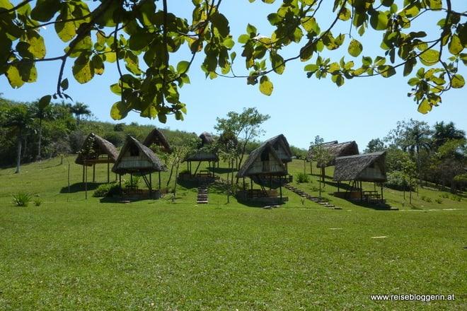 Campingplatz in Las Terrazas - Kleine strohgedeckte Hütten auf Stelzen