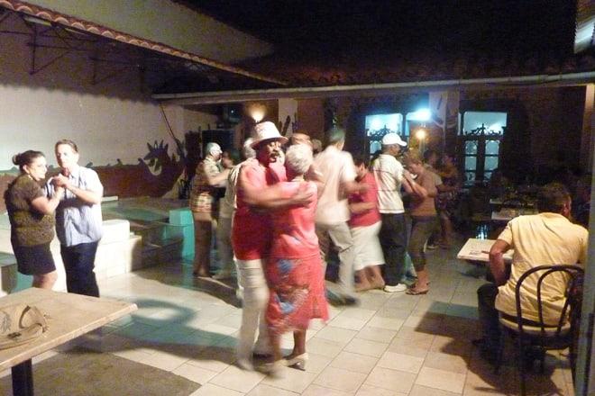 In einer Tanzbar in Remedios