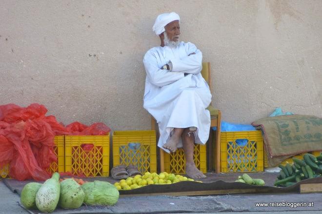 Ein Gemüseverkäufer im Oman