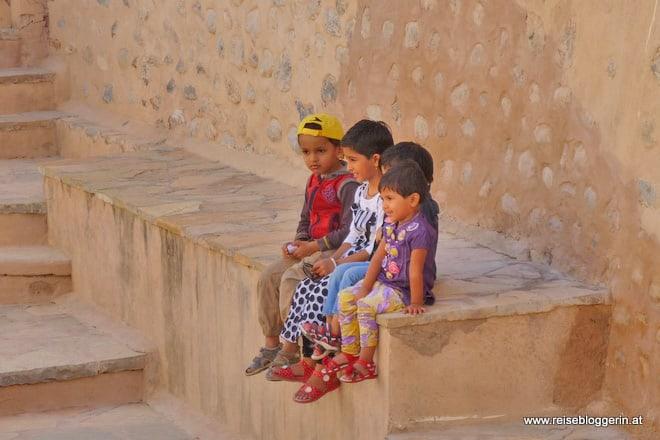 Kinder in der Festung Nakhl