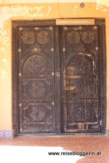 kunstvoll verzierte Tür