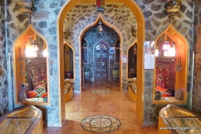 Im Oman Museum neben dem Fort Al Mintirib