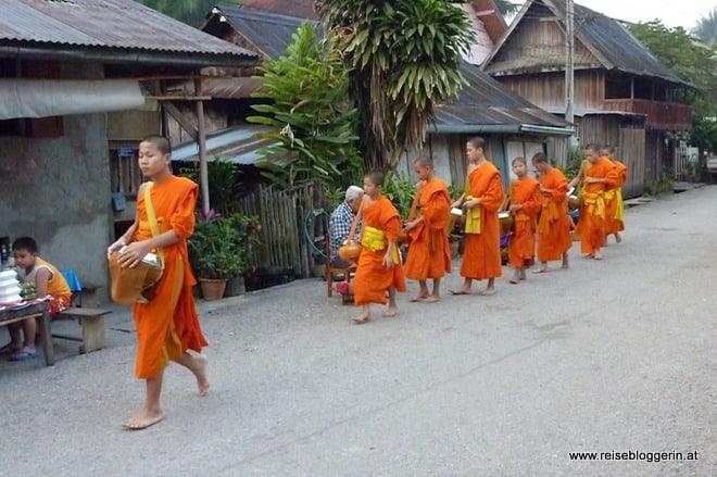 Mönche in Laos