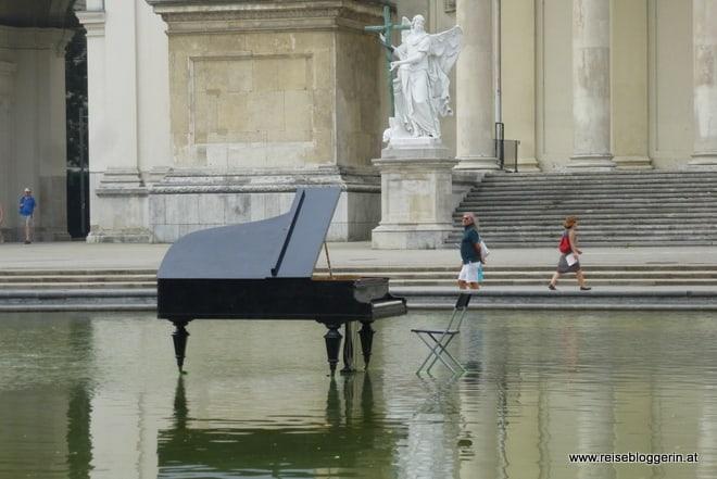 Das Klavier am Karlsplatz