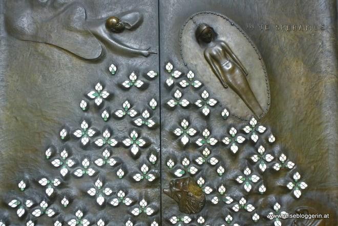 Die Bronzetür vom Salzburger Dom