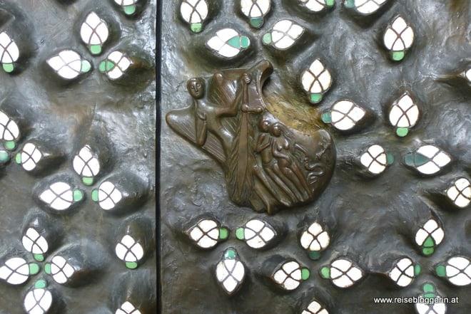 Bronzetür vom Salzburger Dom