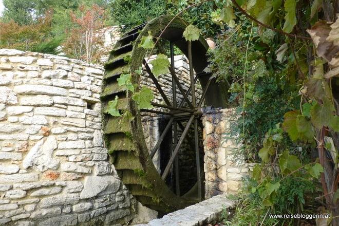 Wassermühle aus Holz