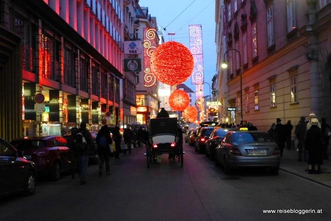 Weihnachtsbeleuchtung in der Rotenturmstraße in Wien
