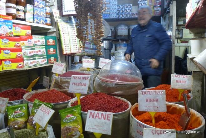 Paprija am Gewürzbasar in Istanbul