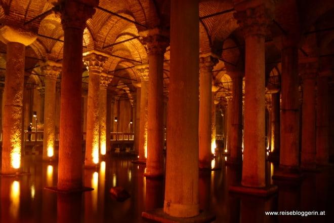 Der versunkene Palast in Istanbul ist eines der beeindruckensten Sehenswürdigkeiten