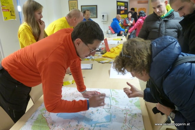 Im Gemeindeamt in Oggau wird die Strecke besprochen