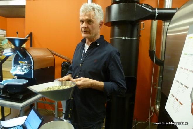 Alois Macheiner mit Kaffee aus Guatemala