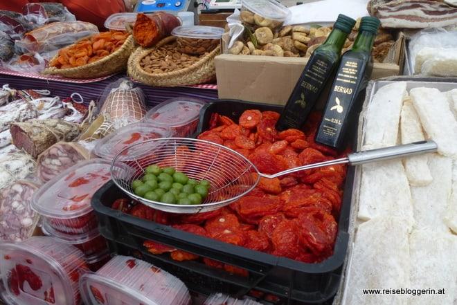 Oliven, Paprika, Mandeln