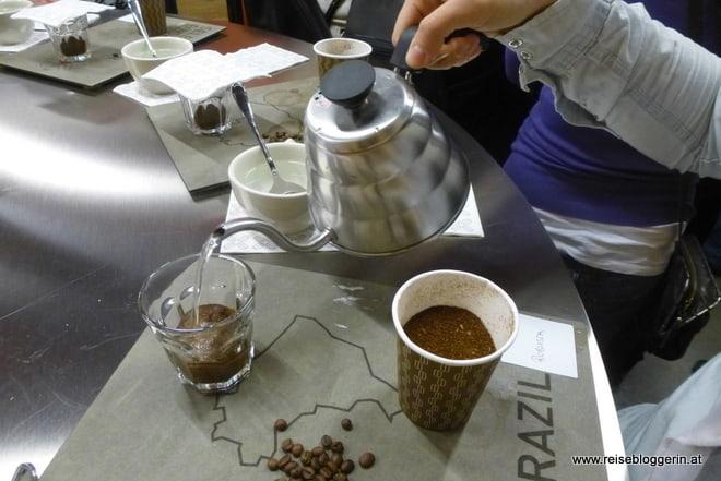der Kaffee wird frisch aufgebrüht