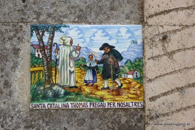 eine bunte Kachel in Valldemossa