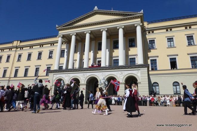 Der Königspalast in Oslo während des Nationalfeiertages
