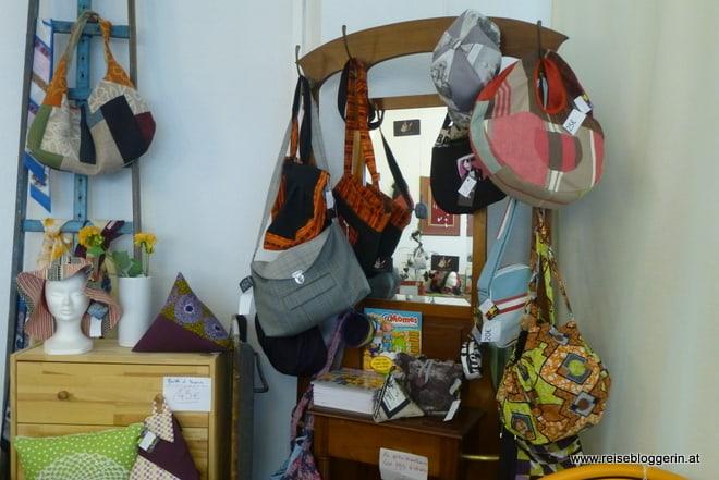 Recréart - ein Geschäft mit Taschen und Schmuck, alles recycelt