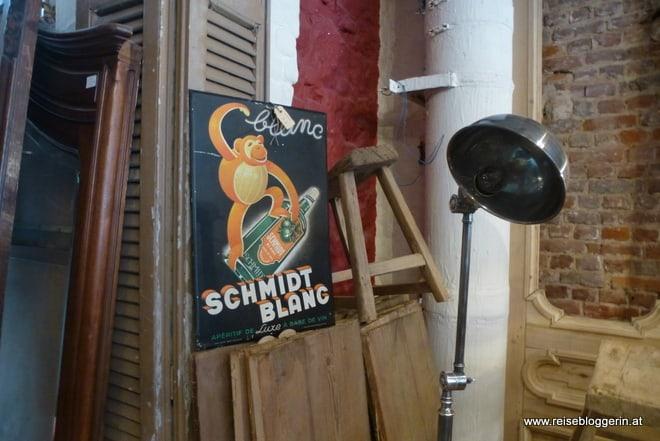 Ein altes Werbeschild im Trödlerladen Stefantiek