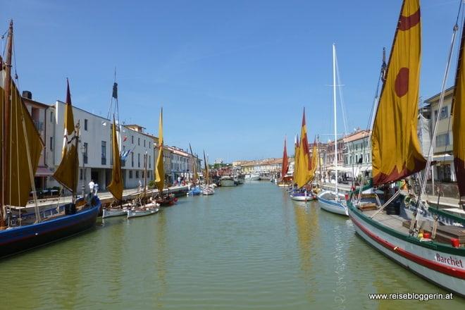 Alte Fischerboote am Kanal von Cesenatico, geplant von Leonardo Da Vinci