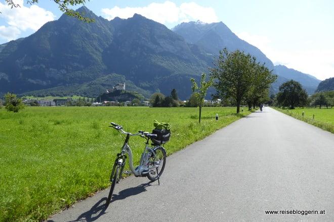 Fahrrad neben der Straße