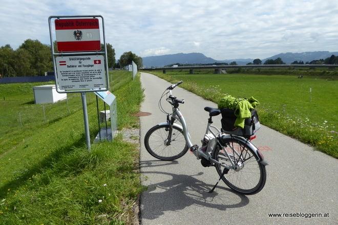 Rheinradweg - ich überquere die Grenze zu Österreich
