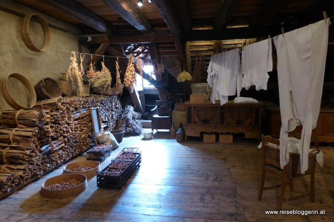 Dachboden im Lindwurm Museum - hier wird Wäsche getrocknet und Holz aufbewahrt