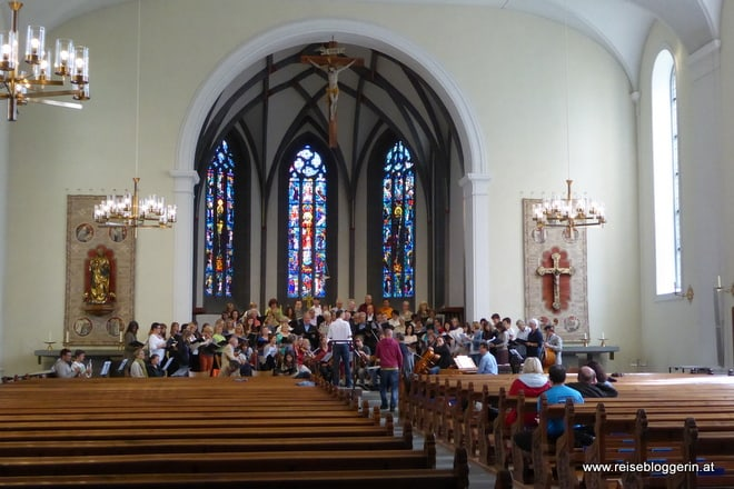Kirchenschiff in Arbon - ein Chor probt gerade