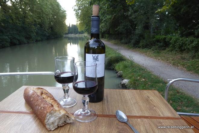 Rotwein am Canal du Midi