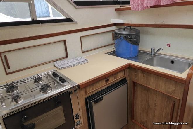 Küche im Hausboot Tamaris 13