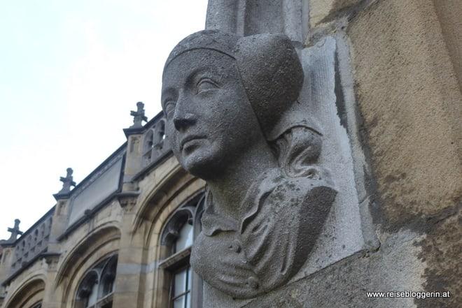 Frauenkopf am ehemaligen Postgebäude