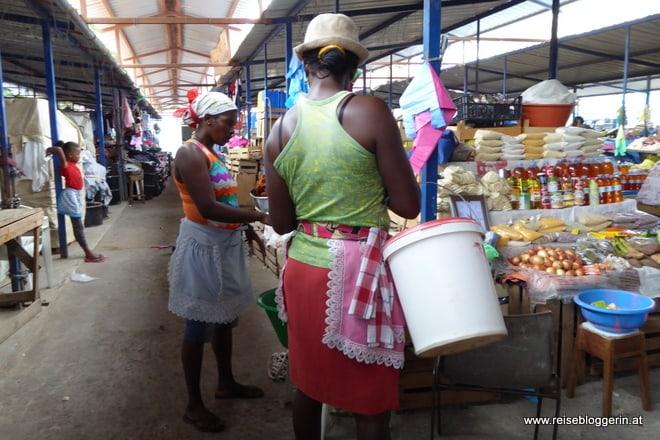 Am Markt in Praia