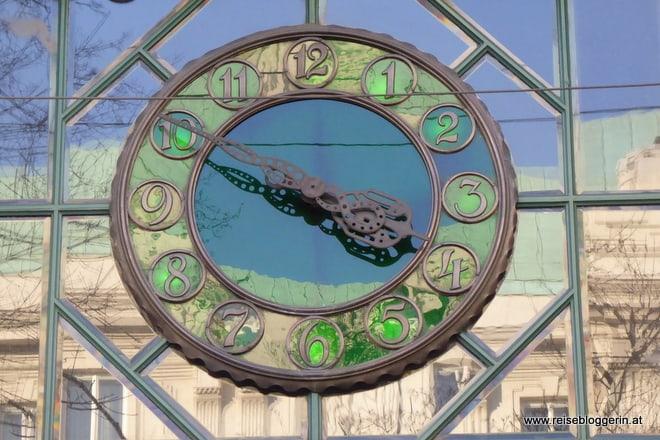 Uhr auf der Wiener Ringstrasse