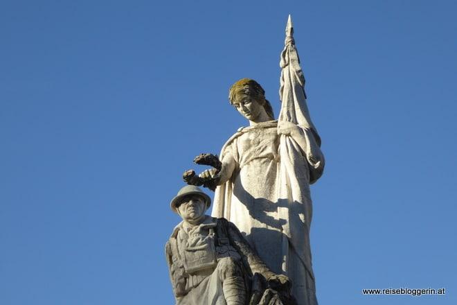 Kriegerdenkmal auf der Avenida