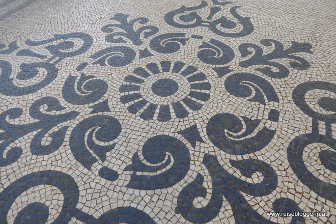 Historisches Pflaster in Lissabon