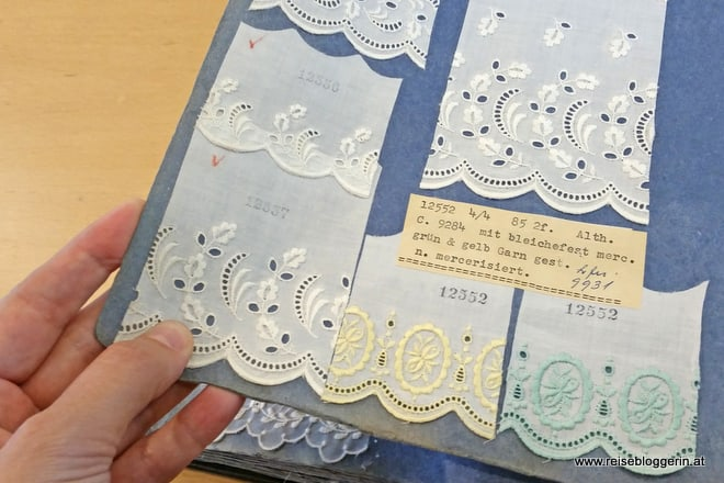 Musterbuch in der Textilbibliothek