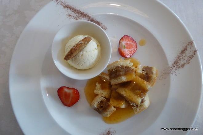 Dessert im Münsterhof