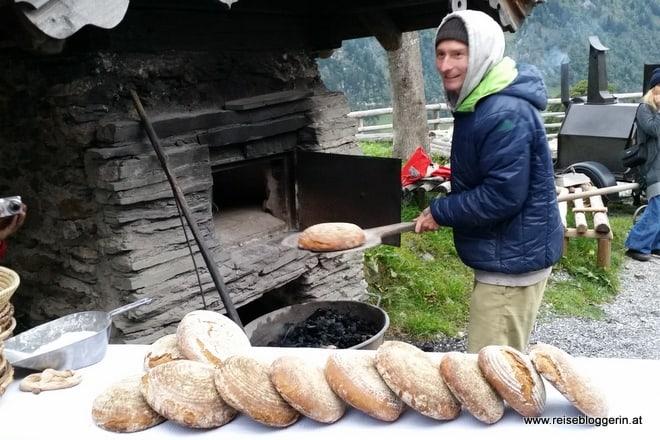 Brotbacken auf der Kalchkendlalm