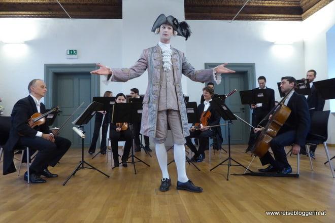 Mozart in Residenz - ein als Mozart verkleideter Sänger führt durch das Programm