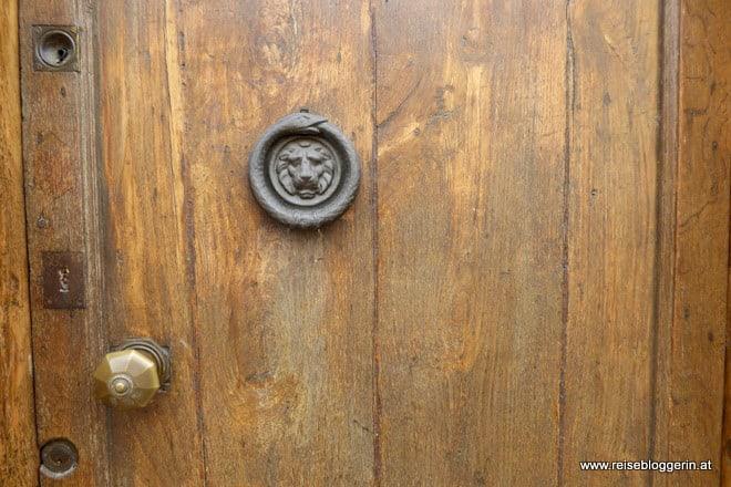 Am liebsten fotografiere ich Türklopfer - hier in Castelnaudary