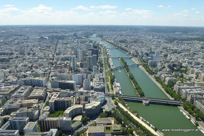 Blick vom Eiffelturm auf die Seine