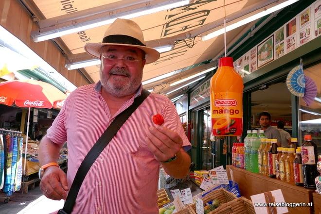 Peter Nowak am Naschmarkt
