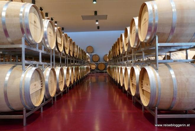 Weinfässer im Weingut Esterhazy