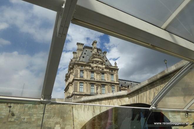 Der Louvre vom Batobus aus gesehen